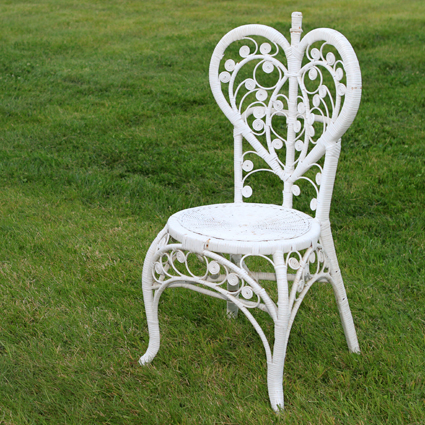 Merveilleux White Wicker Heart Shaped Chair